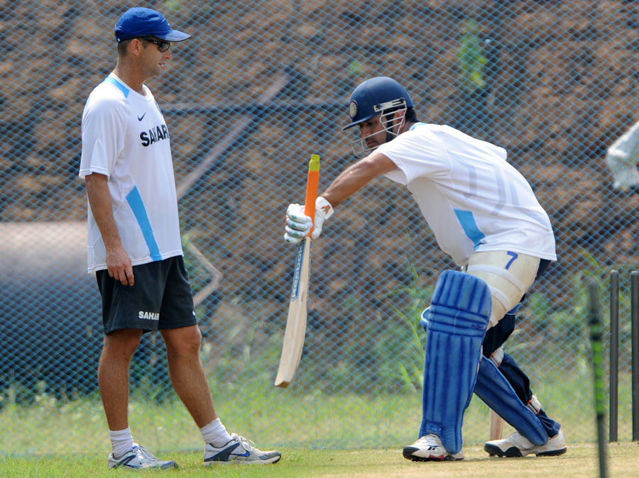Gary Kirsten gives MS Dhoni some batting tips