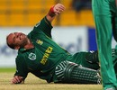 Jacques Kallis struggles with cramps, gets a ride back to the pavilion, Pakistan v South Africa, 1st ODI, Abu Dhabi, October 29, 2010