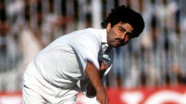 Manoj Prabhakar bowls against Pakistan