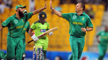 Hashim Amla and Charl Langeveldt celebrate a wicket