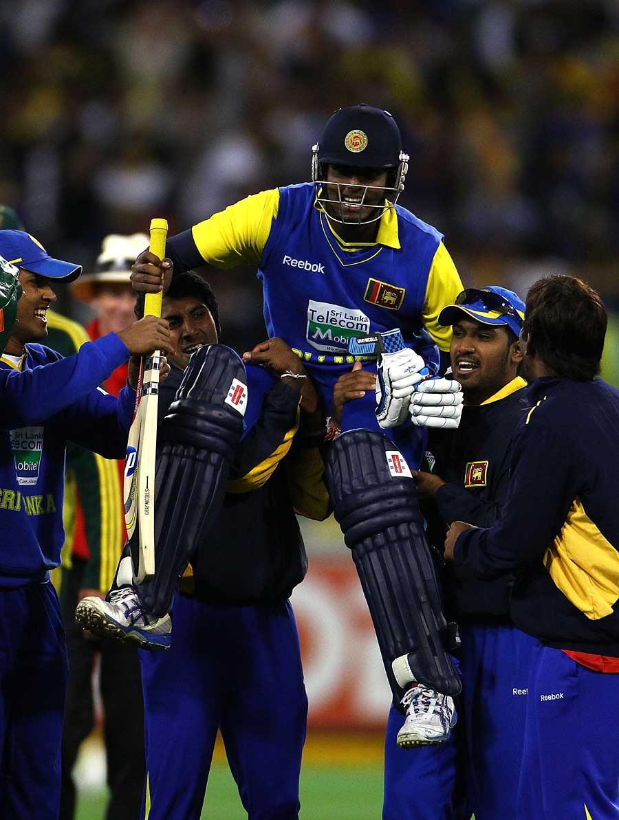 Angelo Mathews his hoisted on his team-mates' shoulders