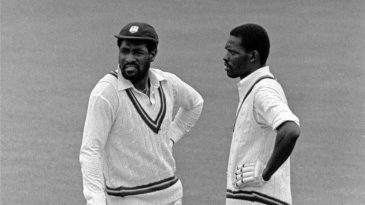 Viv Richards and Collis King have a mid-pitch discussion