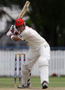 Graham Manou takes aim during his vital 116, Queensland v South Australia, Sheffield Shield, 3rd day, Allan Border Field, November 19, 2010