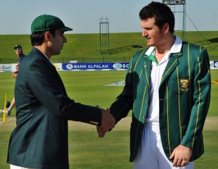 Misbah-ul-Haq shakes Graeme Smith's hand, Pakistan v South Africa, 2nd Test, Abu Dhabi, 1st day, November 20, 2010
