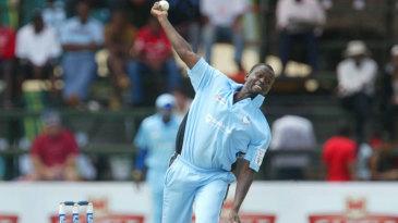 Mbekezeli Mabuza bowls against Southern Rocks