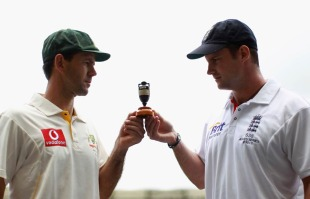 Andrew Strauss and Ricky Ponting with a replica Ashes urn, Brisbane, November 24, 2010