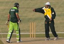 Javed Miandad has a word with Shahid Afridi during a training session, Lahore, December 8, 2010