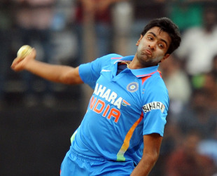 R Ashwin enters his delivery stride, India v New Zealand, 5th ODI, Chennai, December 10, 2010