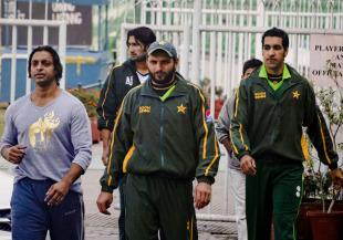 Shoaib Akhtar, Sohail Tanvir, Shahid Afridi and Umar Gul arrive for practice at the Gaddafi Stadium