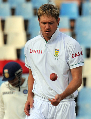 Paul Harris dismissed Virender Sehwag to get his 100th Test wicket, South Africa v India, 1st Test, Centurion, 3rd day, December 18, 2010