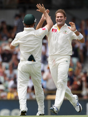 Ryan Harris tore through England on the fourth morning, Australia v England, 3rd Test, Perth, 4th day, December 19, 2010