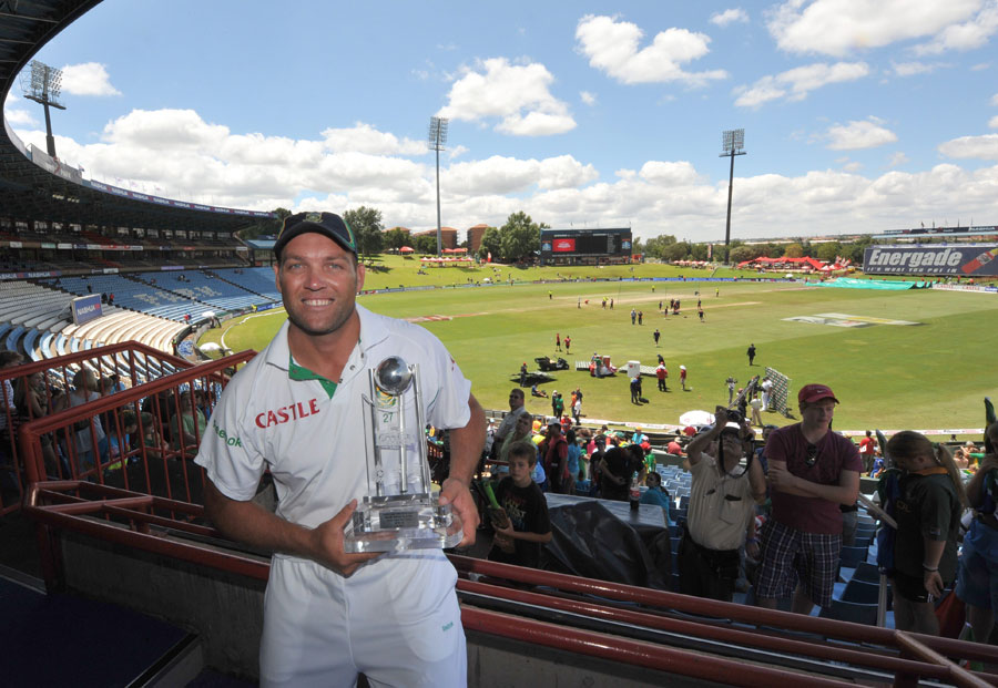 126151 - Jacques Kallis crashes his Audi R8 in a house