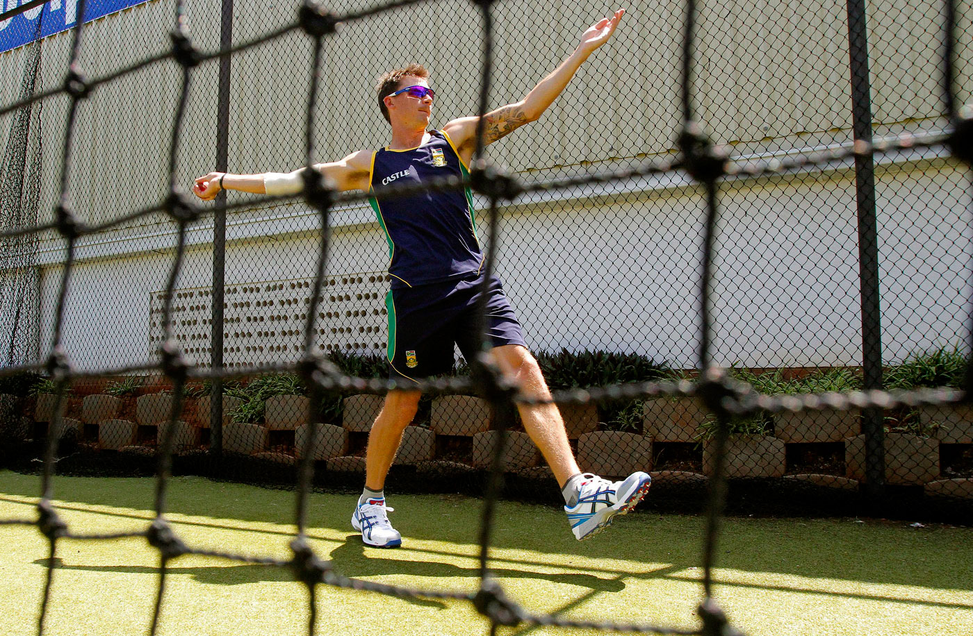 Slow burn: in the nets, Steyn starts with a five-step run-up and gradually moves up to match quota