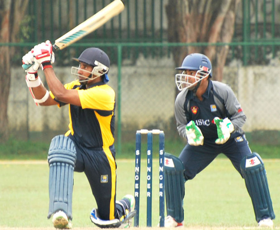 Chaminda Vaas opens the batting for Colts | Photo | Sri Lanka ...