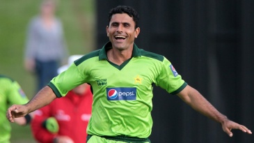 Abdul Razzaq celebrates after dismissing Jesse Ryder first ball