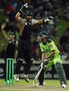 Younis Khan edges one to Peter McGlashan, New Zealand v Pakistan, 2nd Twenty20, Hamilton, December 28, 2010