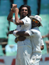 Sreesanth congratulates Ishant Sharma on dismissing Morne Morkel, South Africa v India, 2nd Test, Durban, 4th day, December 29, 2010