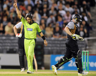 Shahid Afridi signals the end of Scott Styris' innings, New Zealand v Pakistan, 3rd Twenty20, Christchurch, December 30, 2010