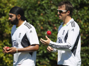 Graeme Swann and Monty Panesar prepare to bowl in the nets, Sydney, January 1, 2011