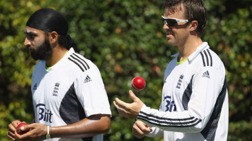Graeme Swann and Monty Panesar prepare to bowl in the nets