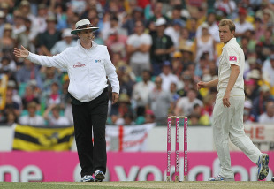 Michael Beer thought he had his first Test wicket until Billy Bowden called no ball, Australia v England, 5th Test, Sydney, 2nd day, January 4, 2011