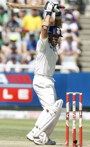 Sachin Tendulkar leaves a ball during a testing spell from Dale Steyn, South Africa v India, 3rd Test, Cape Town, 3rd day, January 4, 2011