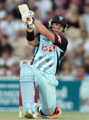 David Warner drives during his 73, South Australia v New South Wales, Adelaide, January 4, Big Bash 2010-11