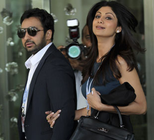 Shilpa Shetty and Raj Kundra arrive at the hotel for the IPL auction, Bangalore, January 8, 2011