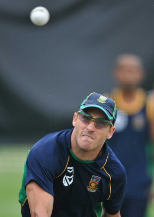 Faf du Plessis turns his arm over, Johannesburg, January 14, 2011