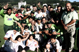 Pakistan celebrate their first Test series win outside the subcontinent in seven years, New Zealand v Pakistan, 2nd Test, Wellington, 5th day, January 19, 2011