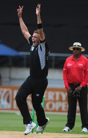 Tim Southee cut through the Pakistan top order, New Zealand v Pakistan, 1st ODI, Westpac Stadium, Wellington, January 22, 2011