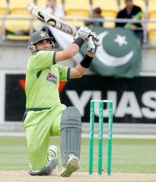 Misbah-ul-Haq launches the innings' only six, New Zealand v Pakistan, 1st ODI, Westpac Stadium, Wellington, January 22, 2011