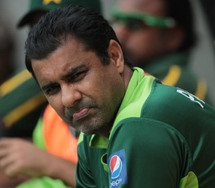 Waqar Younis grimaces as Pakistan collapse, New Zealand v Pakistan, 1st ODI, Westpac Stadium, Wellington, January 22, 2011