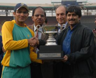 Javed Miandad presents the Inter Region U-19 One Day Tournament 2010-2011 trophy