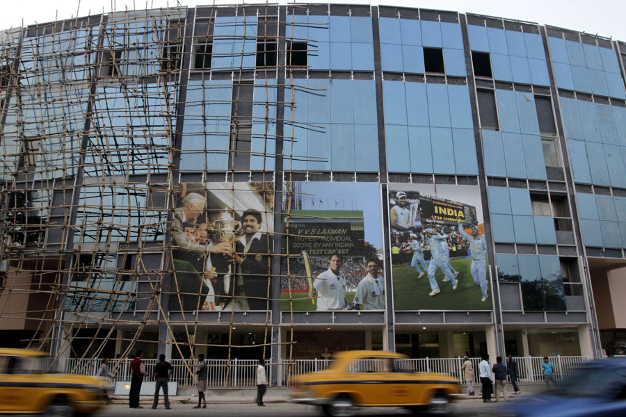 Scaffolding remains on the outside of Eden Gardens | Cricket Photo ...