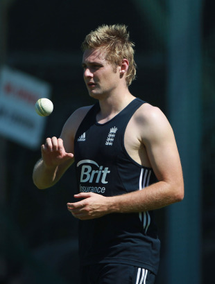 Luke Wright gets ready to bowl at England's net session, Sydney, February 1, 2011