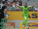 Abdul Razzaq sends Ross Taylor back