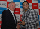 Ian Chappell presents the ESPNcricinfo Test batting award to VVS Laxman, Bangalore, February 14, 2011