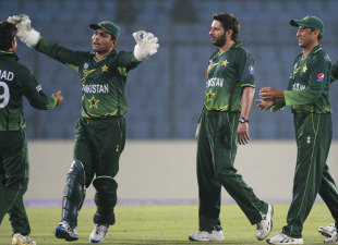 The Pakistan team celebrates the fall of Mahmuddulah's wicket, Bangladesh v Pakistan, World Cup warm-up match, Mirpur, February 15, 2011