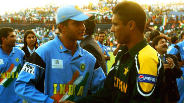 Waqar Younis and Sourav Ganguly shake hands