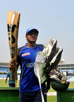 Shakib Al Hasan heads to the nets, Sher-e-Bangla, Dhaka, February 18, 2011
