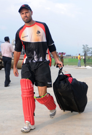 John Davison heads to Canada's training session, Hambantota, February 19, 2011