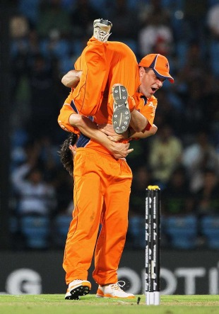 Peter Borren celebrates with Pieter Seelaar after Kevin Pietersen's wicket, England v Netherlands, Group B, World Cup, Nagpur, February 22, 2011