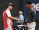 Andrew Strauss and Anil Kumble have a chat during England's training session