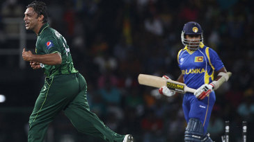 Shoaib Akhtar celebrates after picking up the crucial wicket of Mahela Jayawardene