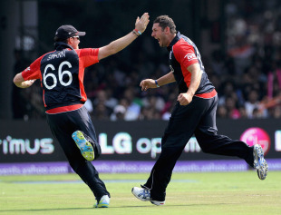 Graeme Swann and Tim Bresnan celebrate the dismissal of Virender Sehwag, India v England, World Cup, Group B, Bangalore, February 27, 2011