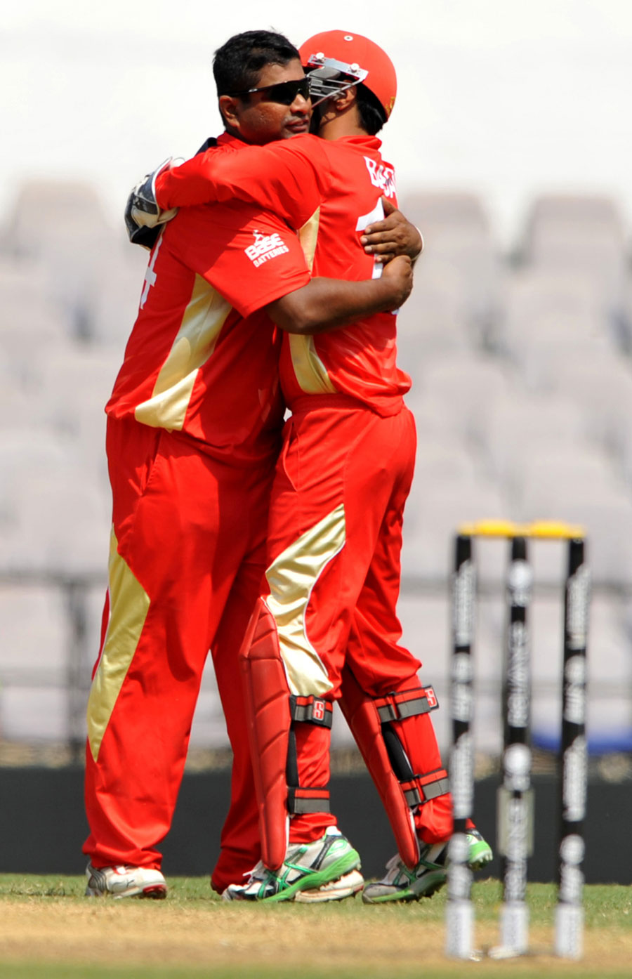 Balaji Rao and Ashish Bagai celebrate the wicket of Tatenda Taibu