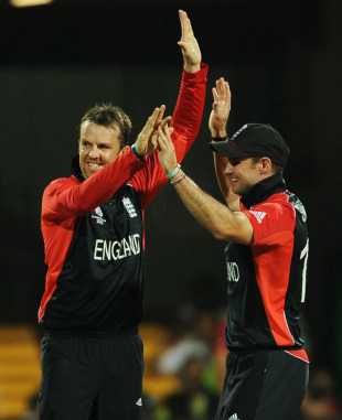 Graeme Swann revived England's spirit in the field with three quick wickets, England v Ireland, World Cup 2011, Bangalore, March 2, 2011