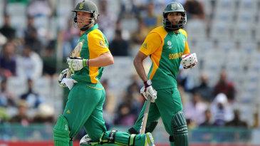AB de Villiers and Hashim Amla run a leisurely single