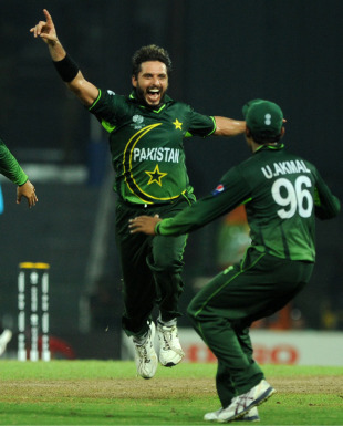 Shahid Afridi took his second five-for of the World Cup to give Pakistan a victory over Canada in Colombo